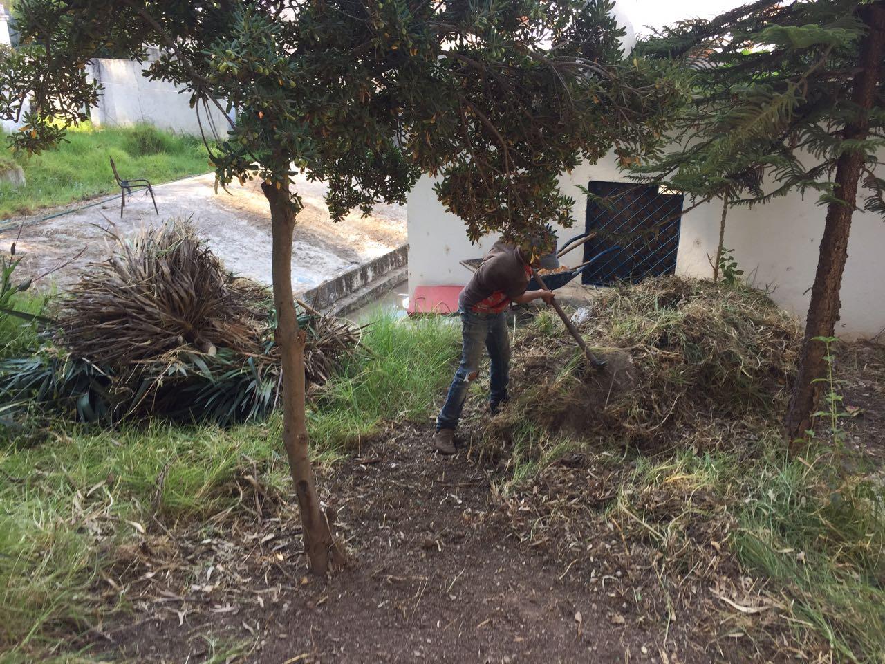 """تطوان: جماعة """"بنقريش"""" ترفض مساعدة متطوعين في تنيظف حدائق البلدة"""