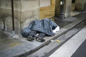 """رغم وفاة متشرد بسبب البرد بتطوان.. باشا المدينة يمنع حملة تطوعية تحت عنوان """"دفئ الشوارع"""""""