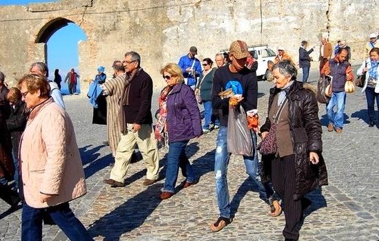 طنجة لم تنجح في الاستفادة من فائض السياح في الجارة إسبانيا