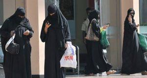 """ويستمر """"الانفتاح"""" السعودي… هيأة علماء السعودية تفتي بجواز تخلي النساء عن العباءة"""
