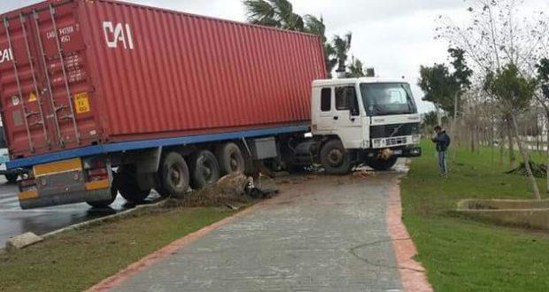 طريق تطوان، طنجة.. شاحنة تصدم تلميذات على الرصيف وتقتل إحداهن