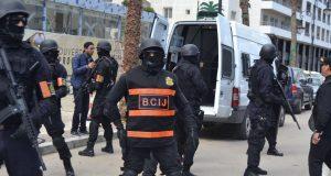 حجز بندقية صيد وخراطيش وبذل عسكرية.. إجهاض مخطط إرهابي في طنجة وواد زم واعتقال 8 أشخاص