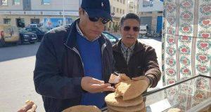 العامل بويا بين الخبز البلدي والبناء العشوائي..