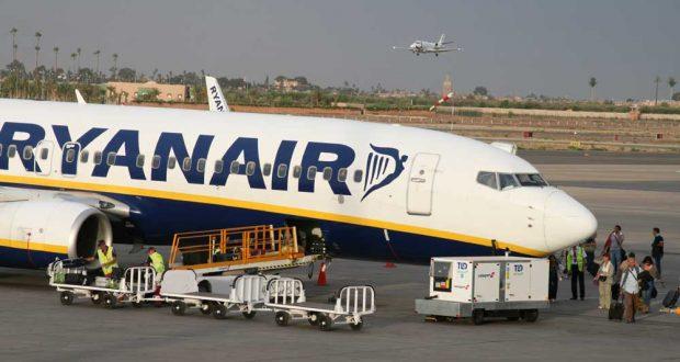 """مطار بارخاس بمدريد: شركة الطيران """" RYANAIR """" تستفز زبناءها المغاربة وتحرمهم من السفر"""