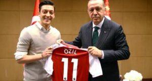 """انتقادات ألمانية رسمية شديدة للاعبي المنتخب الألماني """"أوزيل"""" و""""غوندوغان"""" لدعمهما حملة أردوغان الانتخابية"""