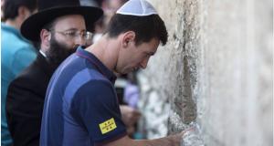 الفلسطينيون يدعون إلى حرق صور اللاعب ميسي
