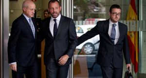 الرئيس السابق لفريق برشلونة يواجه السجن 11 سنة