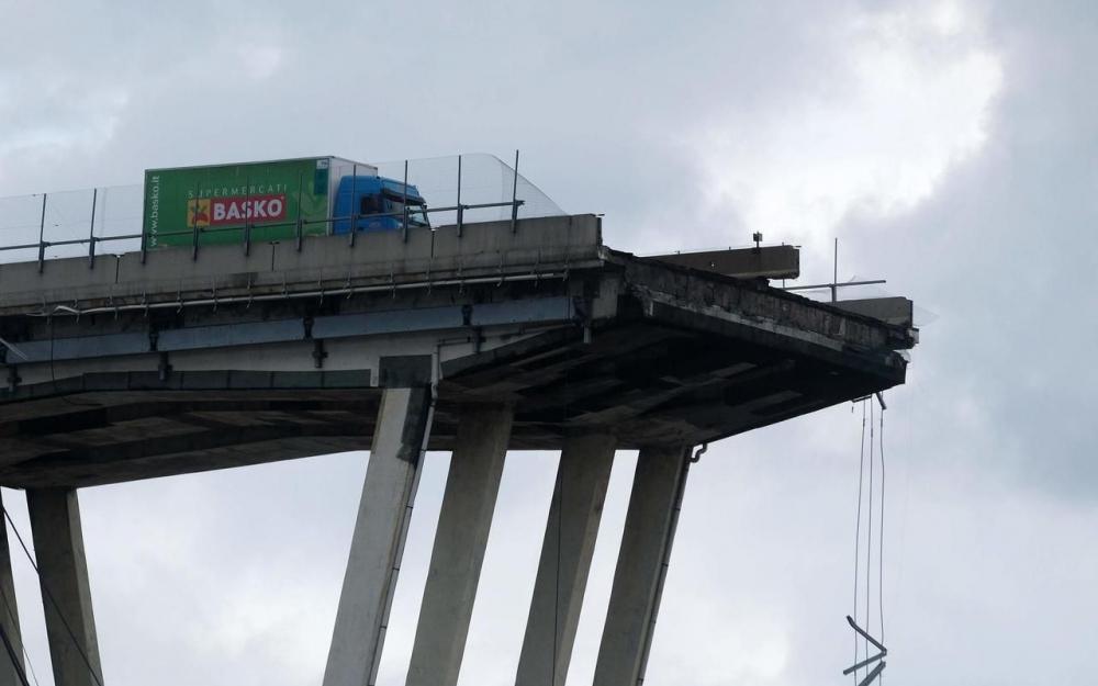 سائق شاحنة مغربي يروي حكاية نجاته من كارثة الجسر الإيطالي