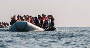 مصرع سيدة مغربية متأثرة بأعيرة نارية من البحرية الملكية في حادث توقيف قارب محمل بـ'الحراكة