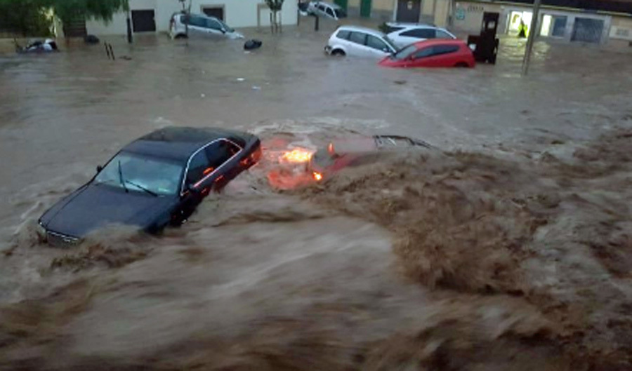 ضحايا ومفقودون في فيضانات مهولة بإسبانيا
