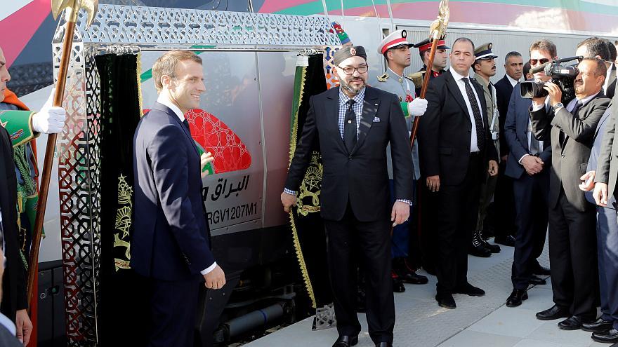 """الملك محمد السادس يدشن بطنجة قطار """"البراق"""" رفقة الرئيس الفرنسي (فيديو)"""