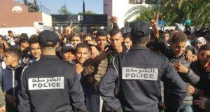 """آلاف التلاميذ يخرجون إلى الشوارع احتجاجا على """"ساعة العثماني"""""""