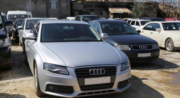 إسبانيا تفكك شبكة مغربية لتهريب السيارات المفككة نحو المغرب