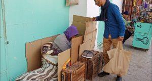 """متطوعون مغاربة يواجهون جوع المشردين بخطة """"زيرو جائع"""".."""