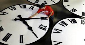 """تبعات """"ساعة العثماني"""": الفجر في السابعة.. والشروق في الثامنة والنصف.. !"""