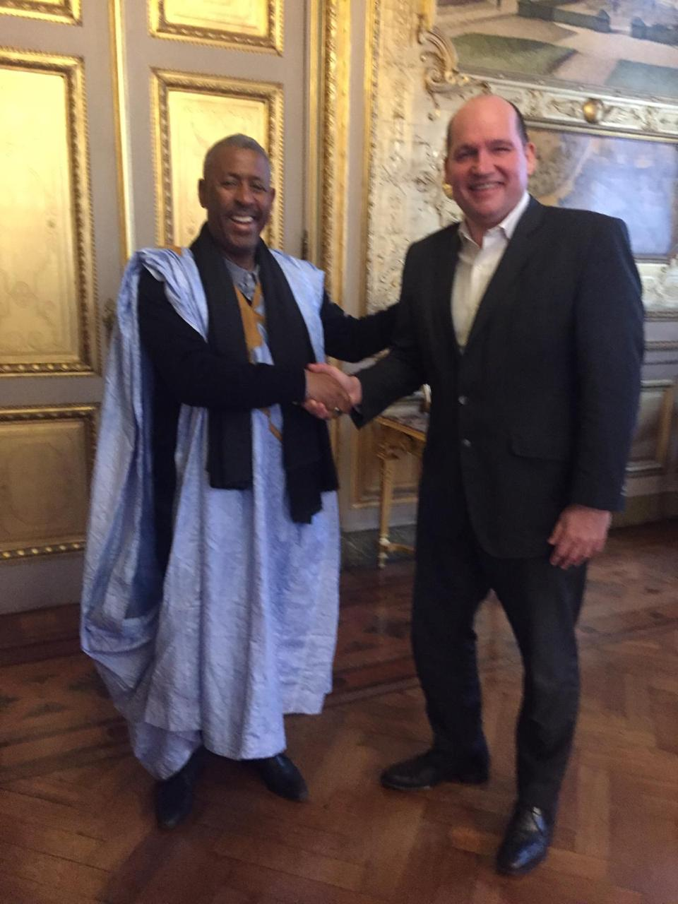 رئيس المؤسستين لجمع شمل الصحراويين المغاربة في العالم يتباحث مع حاكم بروكسيل حول ملف القضية الوطنية