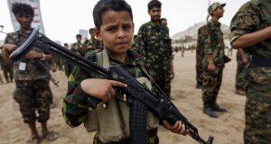 شوفو الحضارة الأوربية: بريطانيا تدرب أطفالا يقاتلون مع السعودية في اليمن.. !