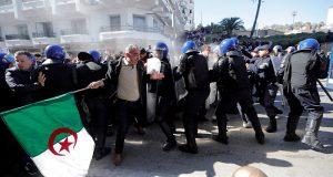 """احتجاجات حاشدة الجمعة في الجزائر ضد """"عهدة الرجل المريض"""""""