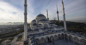 يسع 60 ألف مصل: تركيا تفتتح أكبر مساجدها