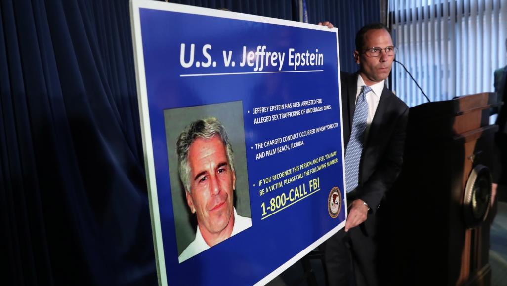 لديه جواز سعودي: انتحار ملياردير أمريكي بعد اعتقاله بسبب تجارته الجنسية في القاصرين
