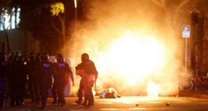 عنف غير مسبوق في كتالونيا.. والحكومة الإسبانية تتوعد بالحسم
