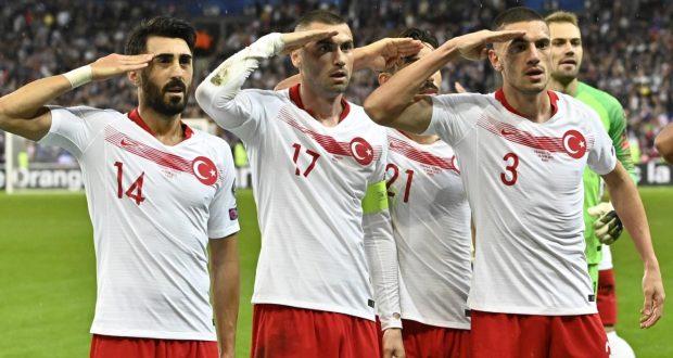 المنتخب التركي مصر على تحيته العسكرية.. والفرنسي غريزمان فعلها من قبل