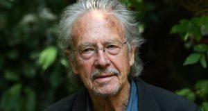 """لجنة """"نوبل"""" تقدم الجائزة لكاتب عنصري أحمق"""