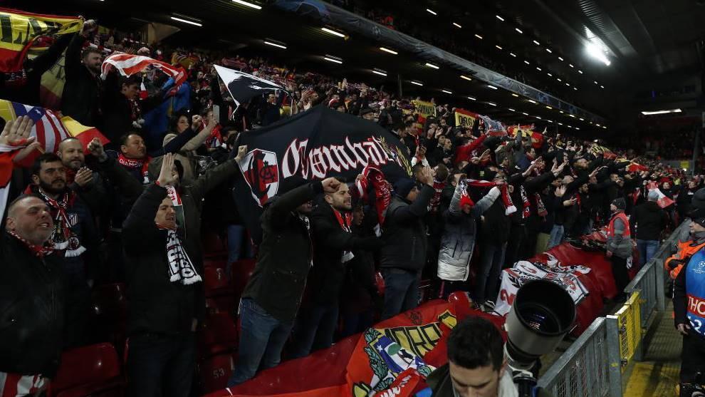"""اتهامات لأنصار أتلتيكو مدريد بنشر """"كورونا"""" في ليفربول"""