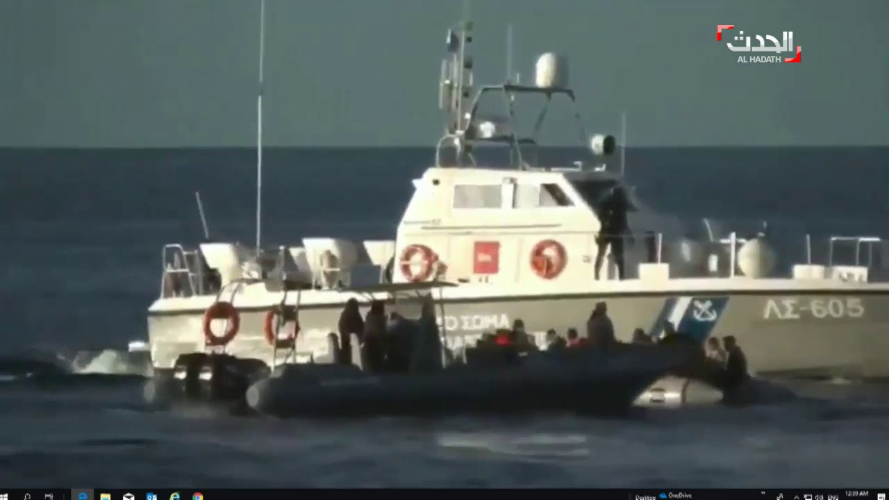 اليونانيون يعتدون على المهاجرين في عرض البحر ويحاولون إغراقهم.. + فيديو