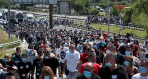 """احتجاجات عارمة في برشلونة بعد قرار إغلاق مصنع """"نيسان"""" وتسريح 3000 عامل"""