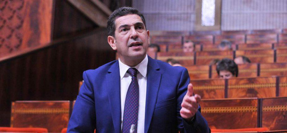 نقابيون يرفضون تصريحات أمزازي ويشددون على أحقية جميع أبناء المغاربة في ولوج التعليم العمومي