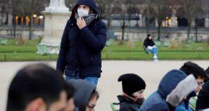 أطباء فرنسا يدعون كل سكان العالم إلى الالتزام الصارم بارتداء الكمامات لتفادي حجر عام جديد