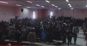 طلبة ENCG يحتجون بالغناء