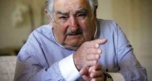 """رئيس الأوروغواي يهاجم مسؤولي الفيفا بكلمات """"نابية"""""""