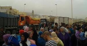 تطوان.. قطع طريق شفشاون احتجاجا على هدم مباني عشوائية!!