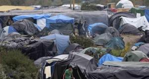 يعيشون في مخيمات مثل الحظائر: أوضاع مأساوية للاجئين في فرنسا