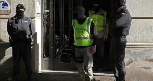 """اعتقال مشتبهين بعلاقتهم بـ""""داعش"""" بإسبانيا"""