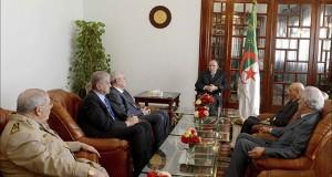 الجزائر تمنع الوظائف السامية على مزدوجي الجنسية