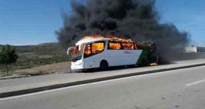 النار تشتعل في حافلة تقلّ سيّاحا إسبان على الطريق الوطنية بين طنجة وتطوان
