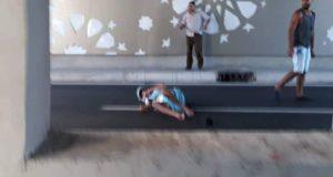 """طنجة: حادثة سير بالممر السفلي """"مركز الحليب"""" تتسبب في إصابات خطيرة لسائق دراجة نارية"""