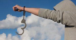 لأنه نحيل.. سجين يتخلص من الأصفاد ويهرب من محكمة طنجة