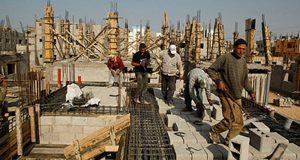 بعد قرار منع السفر.. عمال بناء يغادرون أوراشهم فجأة متسببين في خسائر لأصحابها