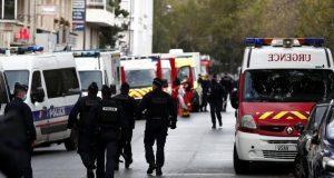"""إصابة 4 أشخاص في باريس إثر تعرضهم للطعن أمام مقر المجلة الساخرة """"شارلي إيبدو"""""""